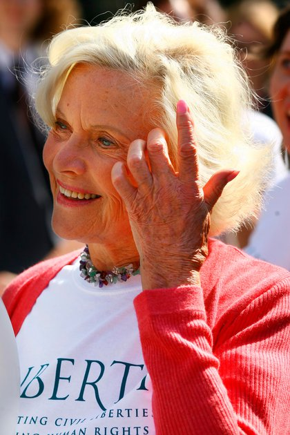 Murió Honor Blackman, la legendaria Pussy Galore de James Bond (AFP)
