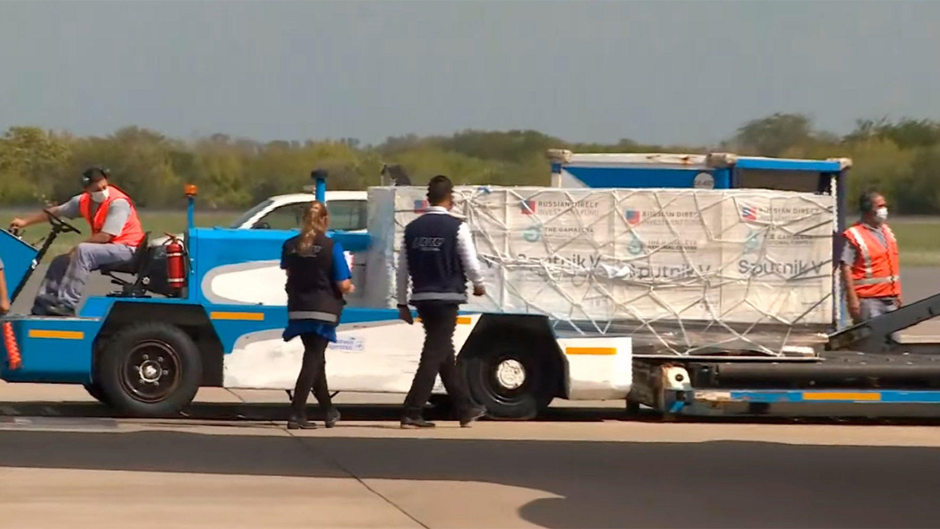 Llegada del vuelo de Aerolíneas Argentinas que trae más dosis de la vacuna Sputnik V