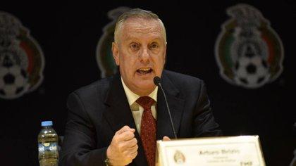 Arturo Brizio apeló al reglamento avalado por la International Football Association Board (Foto: Cuartoscuro)