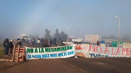 Chubut: protestas y cortes de ruta de asambleas vecinales tras el rechazo de la Legislatura a un proyecto que prohibía la megaminería