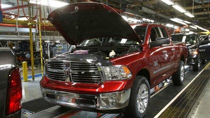 Una camioneta Ram 1500 en la planta de Fiat-Chrysler ubicada en Warren, Michigan (Reuters)