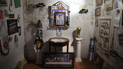 El santuario que hay en la casa donde la gente puede llevar sus regalos