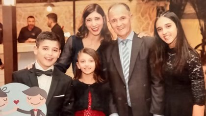 Shaul Hochberger (62) junto a su mujer Melina Luz Barcan (40) y sus hijos Meital (15), Orel (13) y Neshama (10)