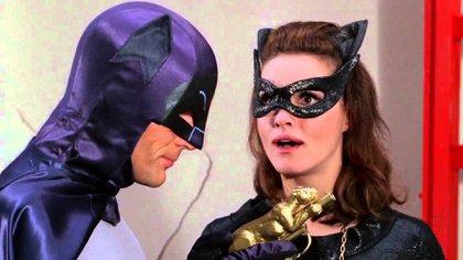 Batman y Gatúbela, una de las villanas más encarnizadas, pero también el amor imposible del enmascarado. Hubo dos Gatúbelas en la serie, pero la de Julie Newmar quedó en la retina de todos los espectadores