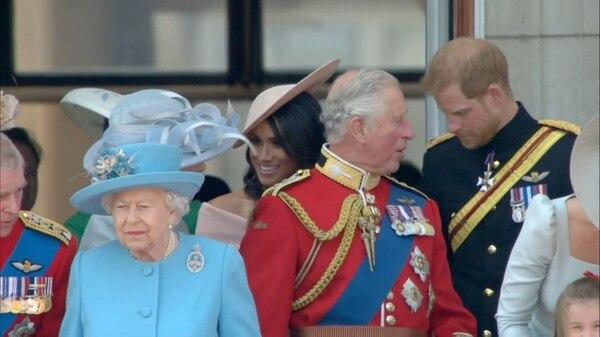 Se espera que más tarde los miembros de la familia real comparezcan junto con Isabel II