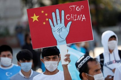 Uyghur demonstrators demanding the Chinese regime to end the repression during a protest in Istanbul (Reuters / Murat Sezer)