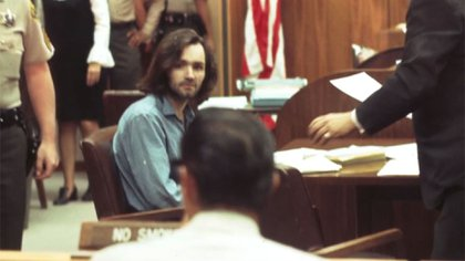 Charles Manson es juzgado por los crímenes cometidos durante el verano de 1969, cuando él y los miembros de su clan asesinaron a siete víctimas, entre las que estaba Sharon Tate, esposa de Roman Polanski