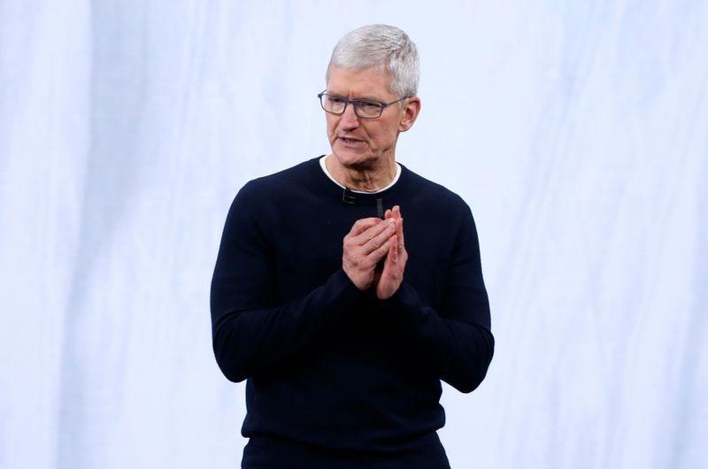 """""""Si una empresa se basa en engañar a los usuarios, en la explotación de datos, en opciones que no son opciones en absoluto, entonces no merece nuestro elogio. Merece una reforma"""", dijo Tim Cook, en el marco de una charla por el Día Internacional de la Protección de Datos (REUTERS/Stephen Lam)"""