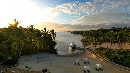El hermoso atardecer en una playa de República Dominicana