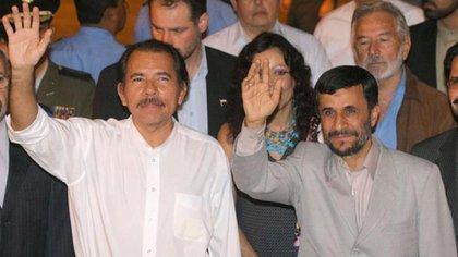 Daniel Ortega junto a Mahmoud Ahmadinejad