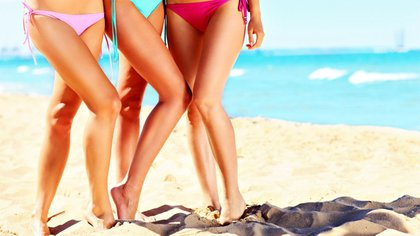 La exposición a un clima agobiante en la playa no necesariamente puede ser un riesgo para la salud de las piernas (iStock)