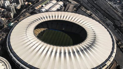 De los 200.000 espectadores en sus inicios, el estadio pasó a 75.000 para el Mundial 2014. La mayoría de sus transformaciones fueron por pedidos de la FIFA