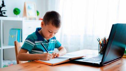 Por decisión presidencial, los alumnos del AMBA deberán volver a las clases virtuales (Shutterstock)