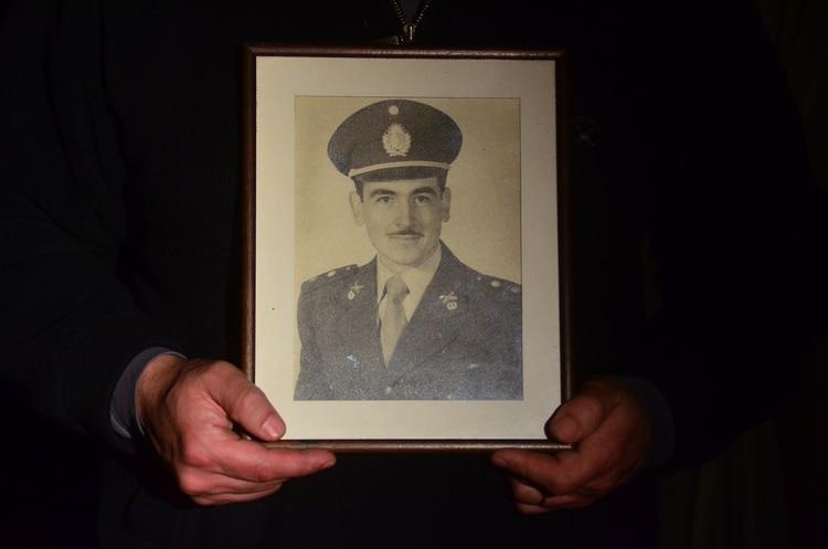 Julio Arturo Heil era un joven oficial cuando el general Perón le habría encomendado una misión secreta: llevar un maletín a una residencia de Bariloche y entregárselo en mano a Adolf Hitler