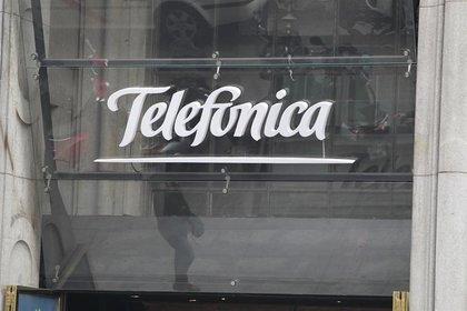 Slim va por negocio de telefonía móvil en Brasil