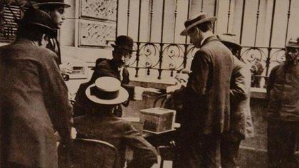 Primera votación con la Ley Sáenz Peña en 1916, que estableció el voto secreto y obligatorio para los inscriptos en el padrón del servicio militar obligatorio.