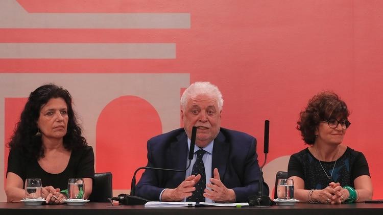 Durante la conferencia de prensa el ministro de Salud de la Nación anunció junto a su equipo de trabajo la puesta en vigencia del protocolo para los casos de aborto no punible .