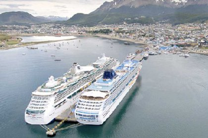 Los muelles del puerto de Ushuaia están colapsados por los cruceros de pasajeros