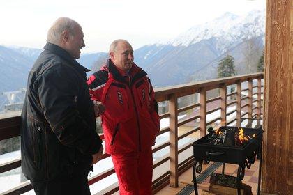 Lukasehnko y Putin, en otra postal de su encuentro en Sochi