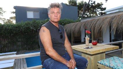 """""""Nos costó la decisión. Mis hijos están allá, son profesionales y también están pensando la posibilidad de emigrar porque la Argentina es una caja de sorpresas"""", dice Ricardo Millan. Foto: M Souto."""