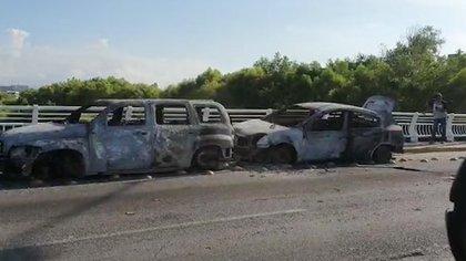 """Asó quedaron algunos vehículos quemados por el Cártel de Sinaloa como respuesta a la detención de Ovidio Guzmán López, hijo de """"El Chapo"""" Guzmán hace casi un mes en Culiacán"""