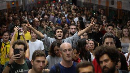 """""""¡Fuera las fuerzas de ocupación!"""" y """"Las calles serán siempre nuestras!"""" gritaban los manifestantes (Reuters)"""