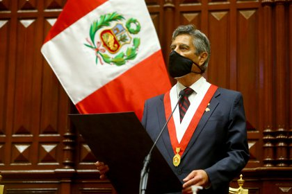 Francisco Sagasti asumió como presidente interino de Perú (Luis Iparraguirre/Presidency/Handout via REUTERS)