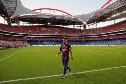 Lionel Messi siente que le falta compañía dentro del campo de juego (REUTERS)