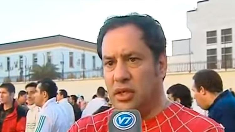 El entonces jefe del Servicio Penitenciario Federal, Víctor Hortel, vestido como hombre araña, tras participar en una fiesta carcelaria