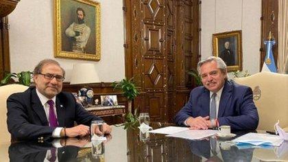 Alberto Fernández junto al embajador argentino en Estados Unidos, Jorge Argüello.