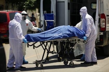 López Obrador aseguro esta mañana que aun se cuenta con camas suficientes para atender a pacientes contagiados con el virus SARS-CoV-2 (Foto: REUTERS/Jose Luis Gonzalez)