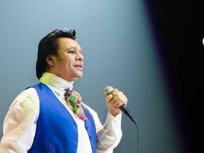 Juan Gabriel está muerto, pero su ex manager pidió dinero para que el cantante viva bien. (Fotografía, Instagram: @juangabriel)
