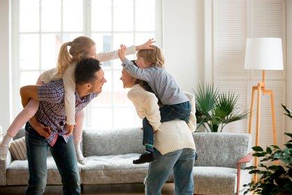Es importante mantener la rutina, los acuerdos y las reglas de la casa con los niños. La previsibilidad proporciona la sensación de seguridad y bienestar (Shutterstock)
