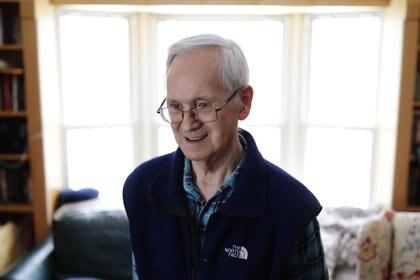 El ex químico sovietico Vil Mirzayanov en su casa en Princeton, New Jersey en una foto de 2018 (AFP/ DOMINICK REUTER)