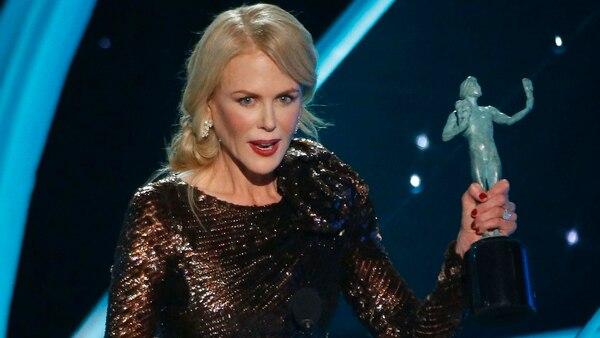 """Nicole Kidman recibe su premio a mejor actriz en una serie de televisión por """"Big Little Lies"""" (REUTERS/Mario Anzuoni)"""