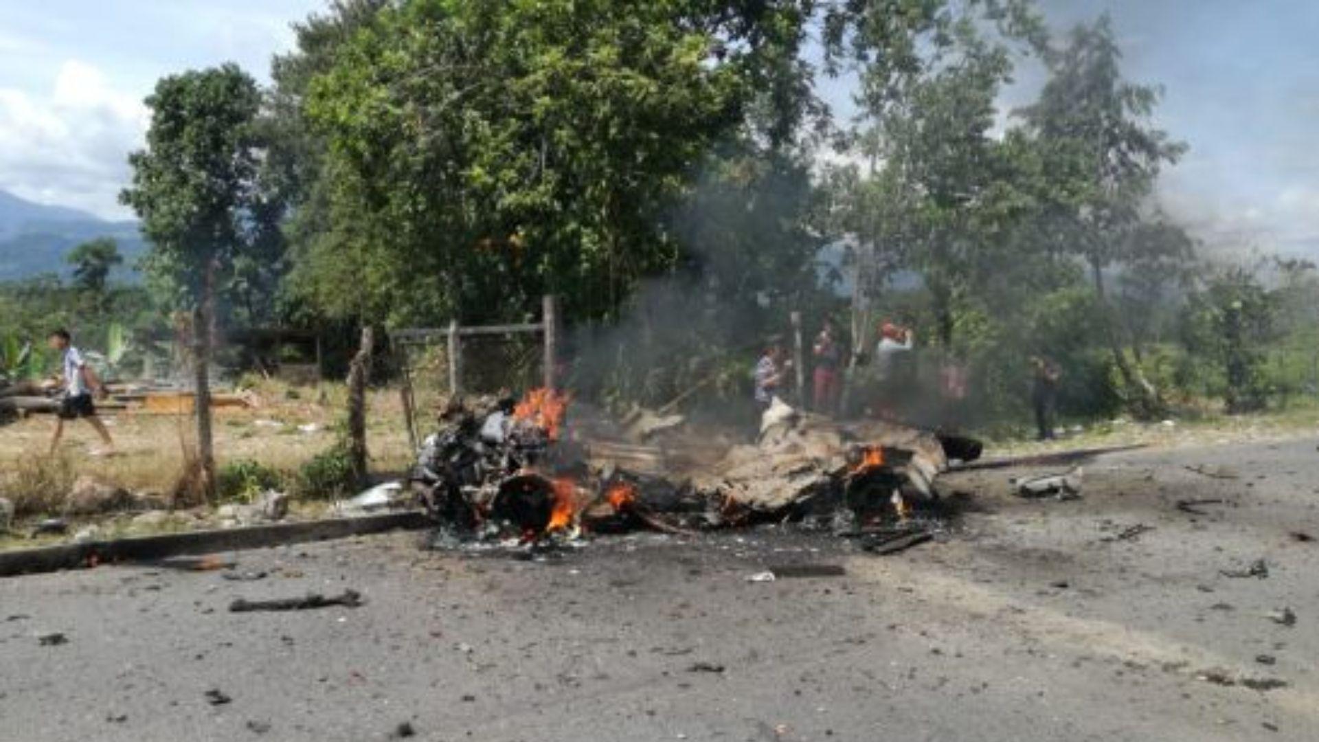 Los restos del coche bomba.