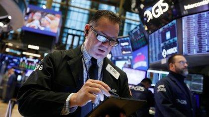 Esta semana las acciones tuvieron una apreciable alza en pesos, aunque modesta en dólares (AP)