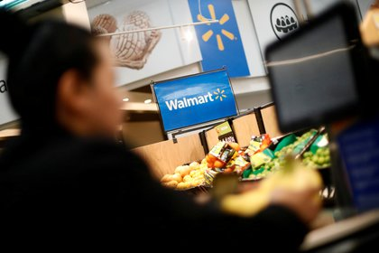 Walmart vendió su negocio local al Grupo de Narváez (REUTERS/Edgard Garrido/File Photo)