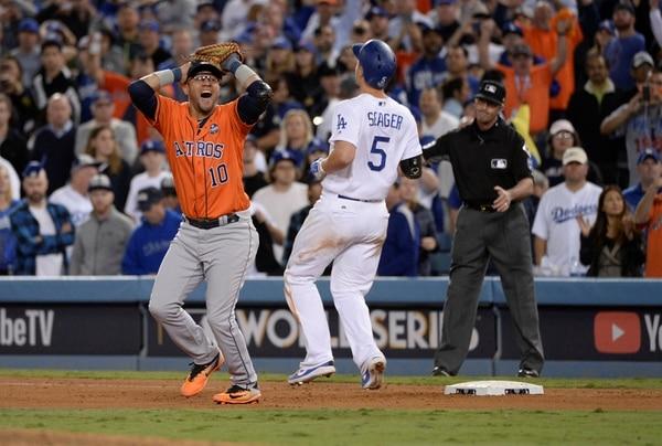 El primer base de los Astros, el cubano Yuli Gurriel celebra el título de Serie Mundial luego de poner el tercer y definitivo out. Vasquez-USA TODAY Sports TPX IMAGES OF THE DAY