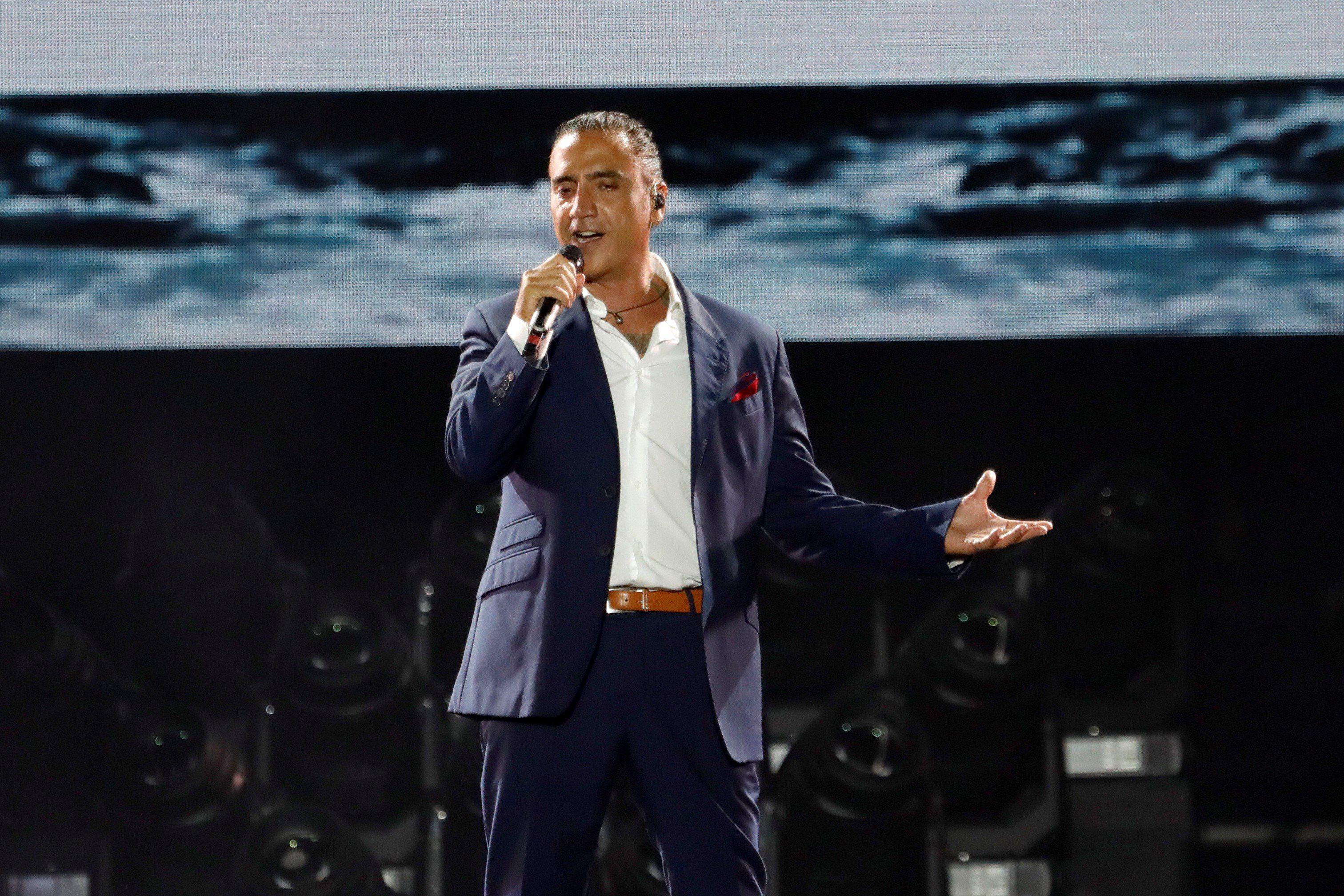 El cantante mexicano Alejandro Fernández durante un concierto. (EFE/JuanJo Martín/Archivo)