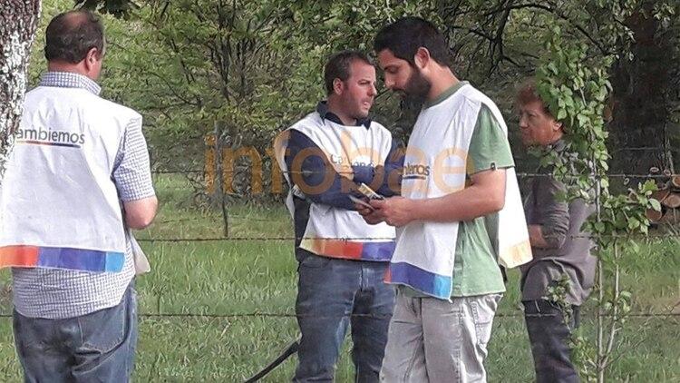 Francisco Ariel Muñiz, de camiseta verde, había subido fotos en su Facebook sobre su colaboración con actividades de Cambiemos en General Pinto