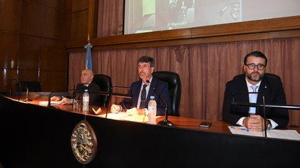 (De izq a der) los jueces Adrián Grümberg, Ricardo Basílico y José Michilini (Maxi Luna)