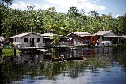 Foto de un grupo de casas de la comunidad Santo Ezequiel Moreno en la isla de Marajo.  Jun 5, 2020. REUTERS/Ueslei Marcelino