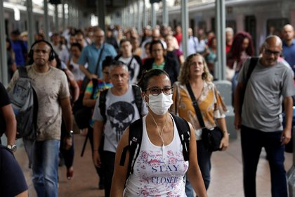 A woman wearing a protective mask walks at Central do Brasil train station after reports of coronavirus disease (COVID-19) in Rio de Janeiro, Brazil, March 17, 2020. REUTERS/Ricardo Moraes