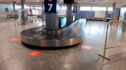 Las distancia también está demarcada en la zona donde se busca el equipaje