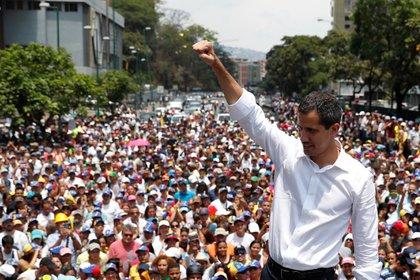 El presidente interino de Venezuela Juan Guaidó durante el paro del 1 de mayo tras el levantamiento para recuperar la democracia (REUTERS/Carlos Garcia Rawlins)
