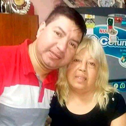 Cesar Campo junto a su madre, que falleció el 29 de julio pasado