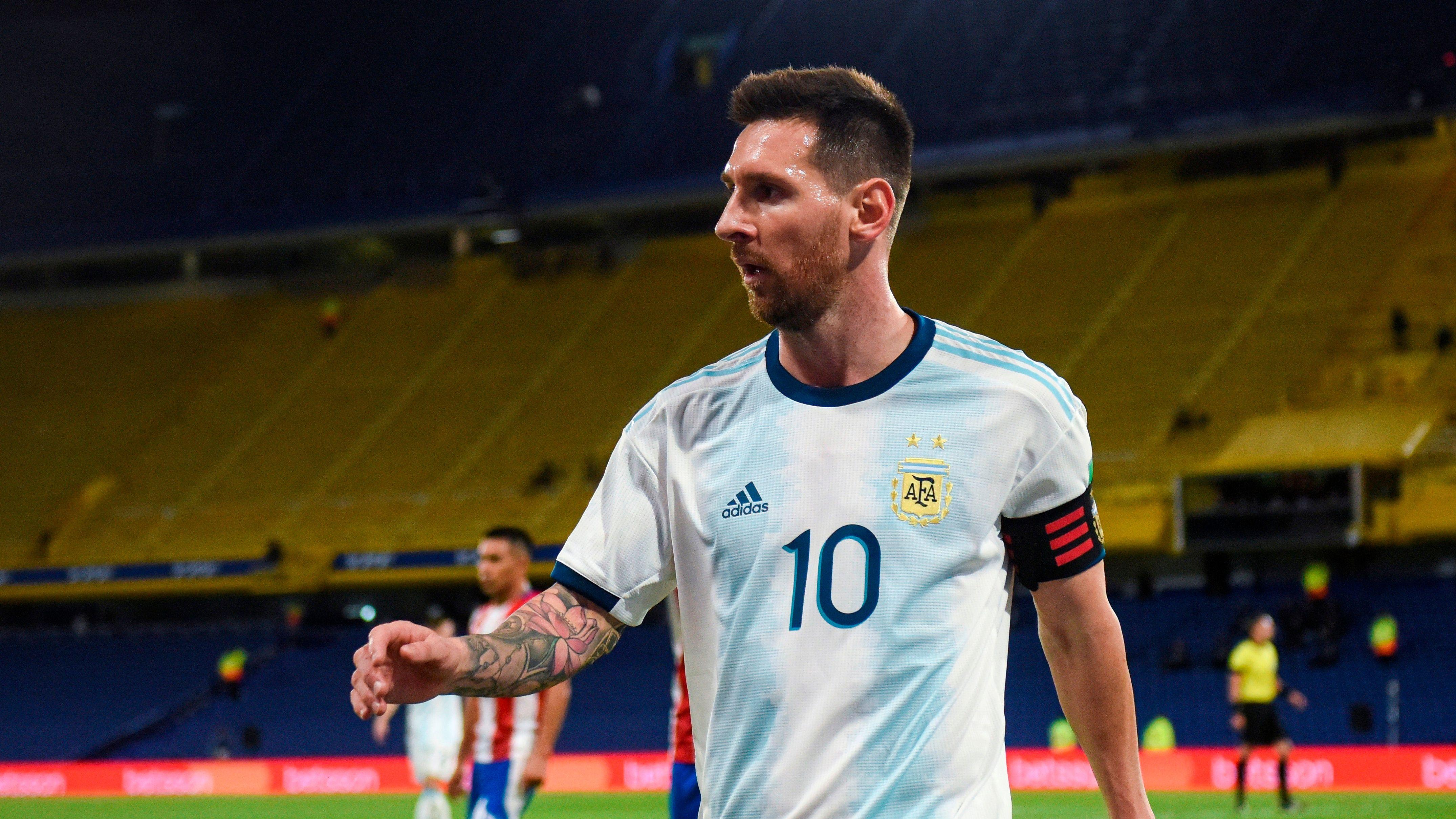 Lionel Messi, durante un partido de las Eliminatorias Sudamericanas para el Mundial de Qatar 2022 entre las selecciones de Argentina y Paraguay en el estadio La Bombonera en Buenos Aires (EFE/Marcelo Endelli)