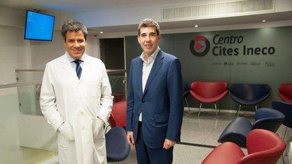 Facundo Manes y Simón en el nuevo centro