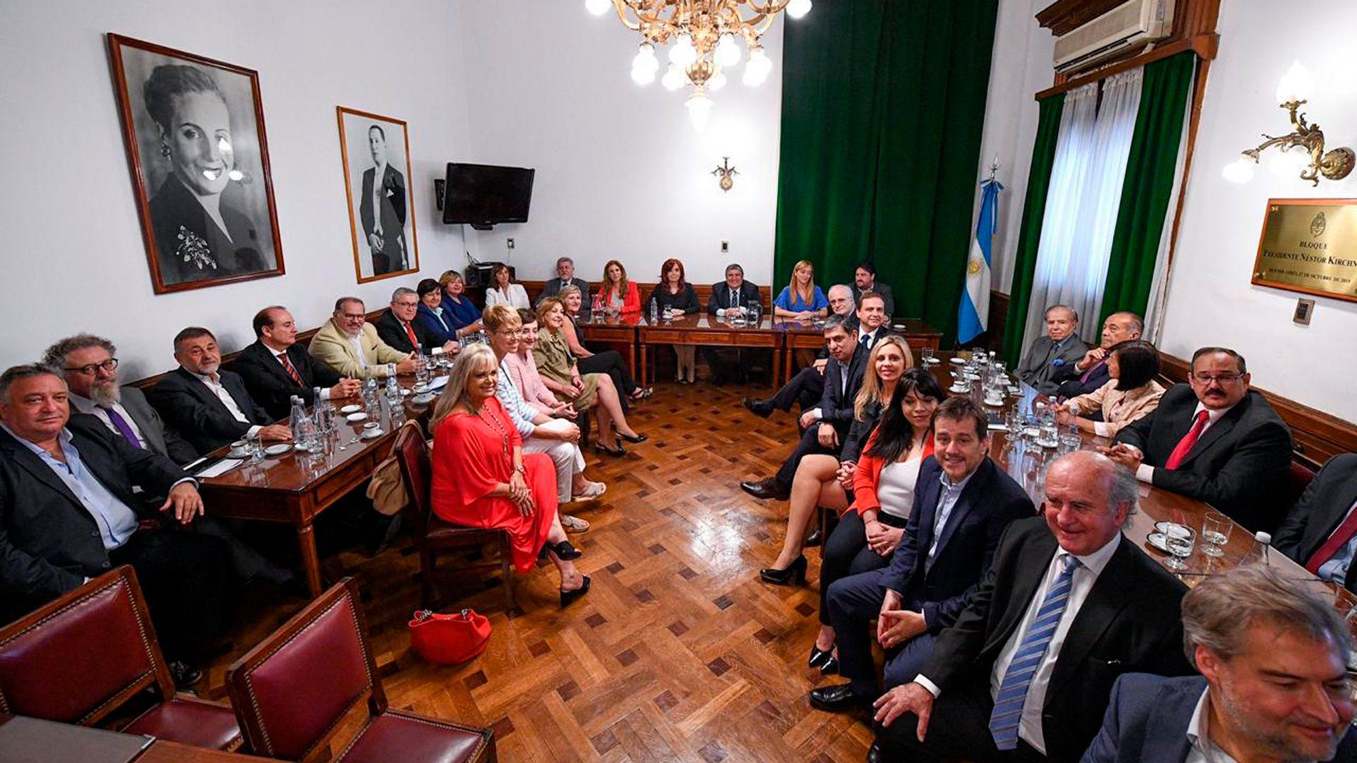 Los principales senadores del bloque del Frente de Todos firmaron la denuncia